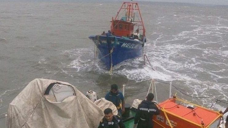 दक्षिण गोव्यातील बाणावली समुद्रात परप्रांतीय मच्छीमारांनी अवैधरित्या घुसखोरी