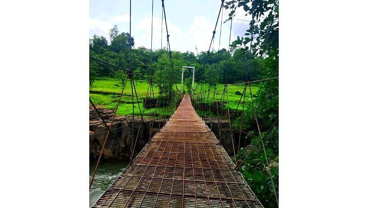 झुलते पूल ठरताहेत पर्यटकांचे आकर्षण