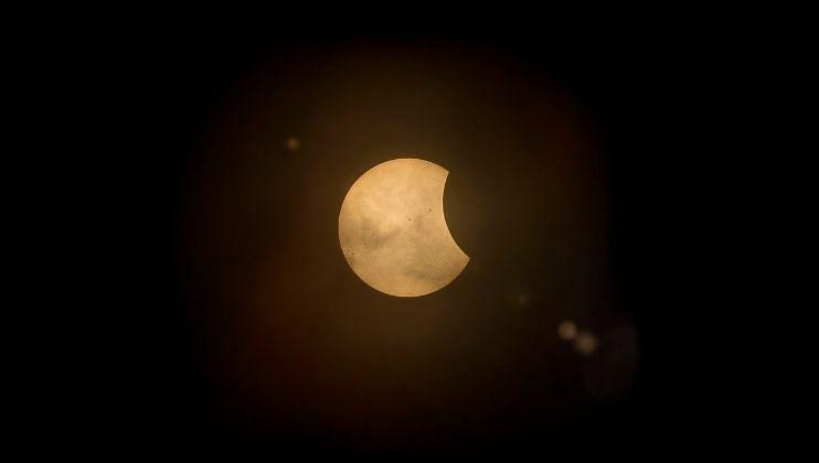 या वर्षातील दुसऱ्या चंद्रग्रहणाचा कोणत्या राशीवर पडेल अधिक प्रभाव
