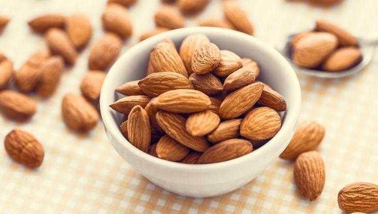रोज सकाळी भिजलेले बदाम खाल्यास स्मरणशक्ती वाढण्यास मदत मिळते. तसेच हृदय निरोगी राहते. यात  व्हिटॅमिन बी 17 आणि फॉलिक अॅसिड  असते.