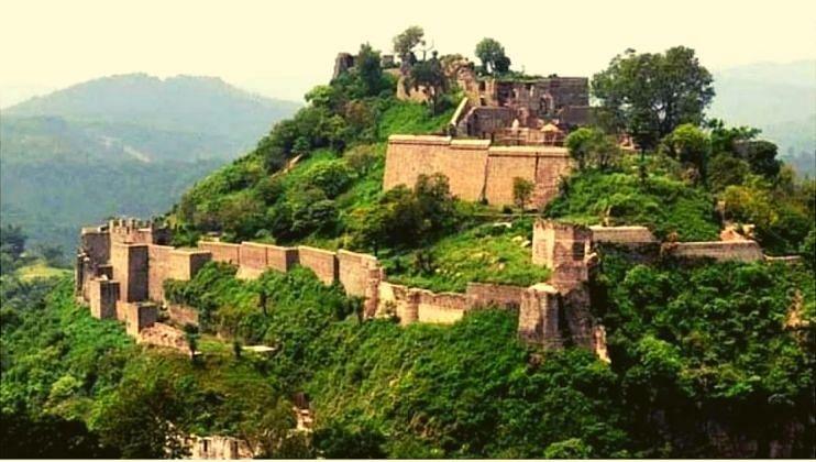 भारतातील सर्वात जुना किल्ला; त्याचे रहस्य आजही उलगडलेले नाही