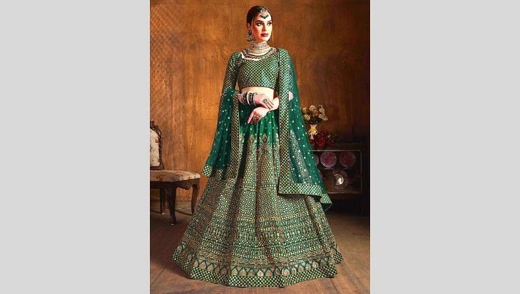 रिसेप्शन पार्टी असो किंवा लग्न समारंभ हिरव्या रंगाचा लेहेंगा तुमच्या सौंदऱ्यांमध्ये अधिक भर टाकतो.