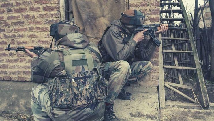 जम्मू काश्मिरात पुन्हा चकमक एका पोलीस अधिकाऱ्यांसह 4 जवान शहीद