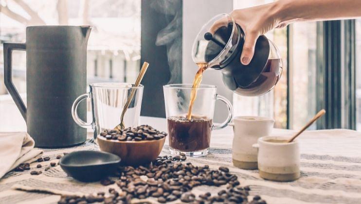 तुम्ही जर जेवणानंतर कॉफी पित असला तर असे करणे आरोग्यासाठी धोकादायक  ठरू शकते.