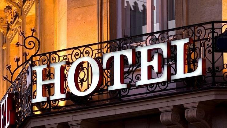 दंड न भरल्याने गोव्यातील 5 हॉटेल्सना ठोकले सील