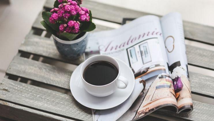 आरोग्य तज्ञांच्या मते सकाळी उठल्याबरोबर कॉफी पिल्यास शरीरावरील ताण कमी न होता वाढू शकतो. शरीरातील कॉर्टिझोलची पातळी कमी झाल्यास कॉफी पिणे आरोग्यासाठी लाभदायी असते.