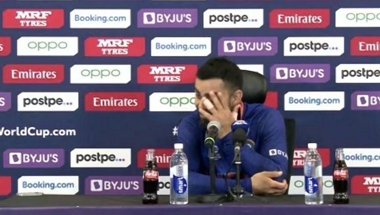 T20 World Cup: पत्रकाराच्या प्रश्नावर विराटने लावला डोक्याला हात; पाहा Video