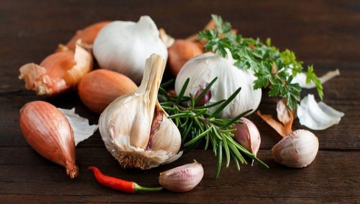 नवरात्रीमध्ये सात्विक आहार घ्यावा. या नऊ दिवसांमध्ये  कांदा,लसूण आणि मांसाहार करणे टाळावे.