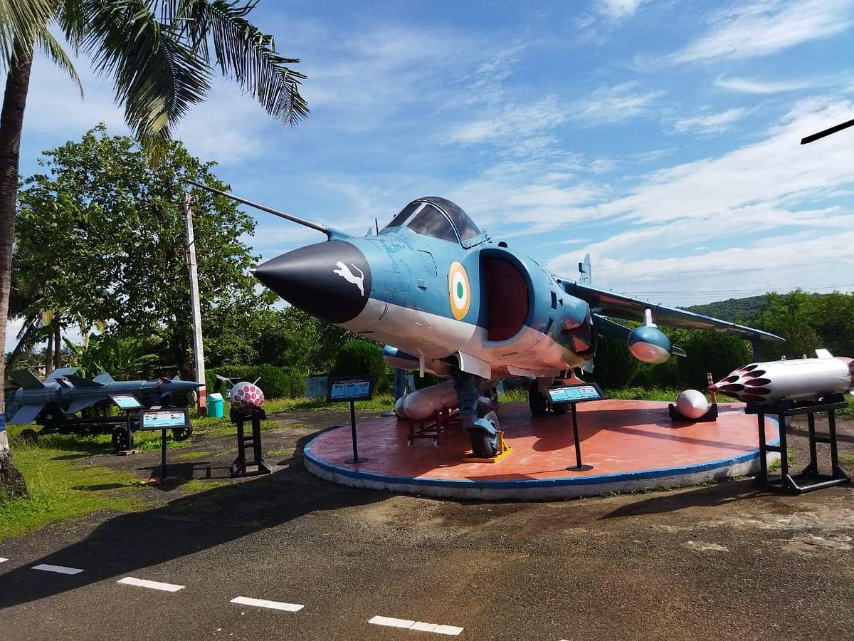 नौदल हवाई वाहतूक संग्रहालयातील लढाऊ विमान