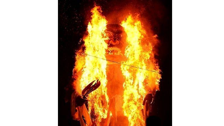 Narkasur Special Story   : पहाटे 4 वाजता, हे नरकासूर जाळले जातात