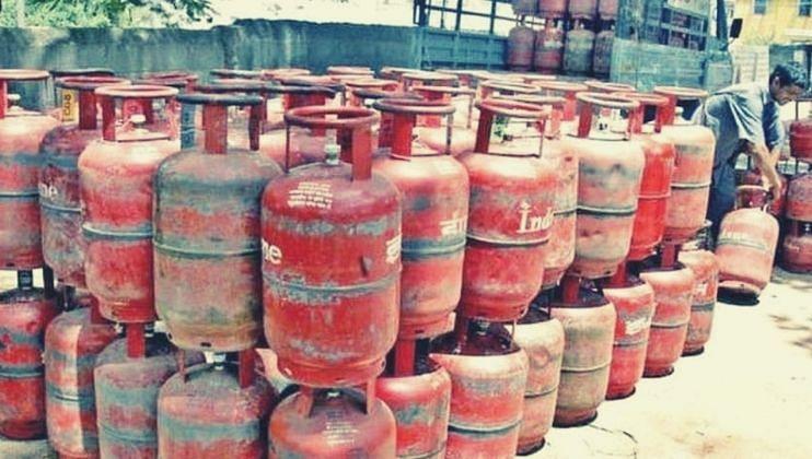 LPG Cylinder चा पुन्हा भडका, सर्वसामान्यांचे वांदे