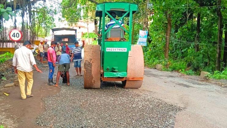 Goa: विठ्ठलापूर-साखळी पुलाजवळील रस्त्याचे काम पुन्हा एकदा सुरु