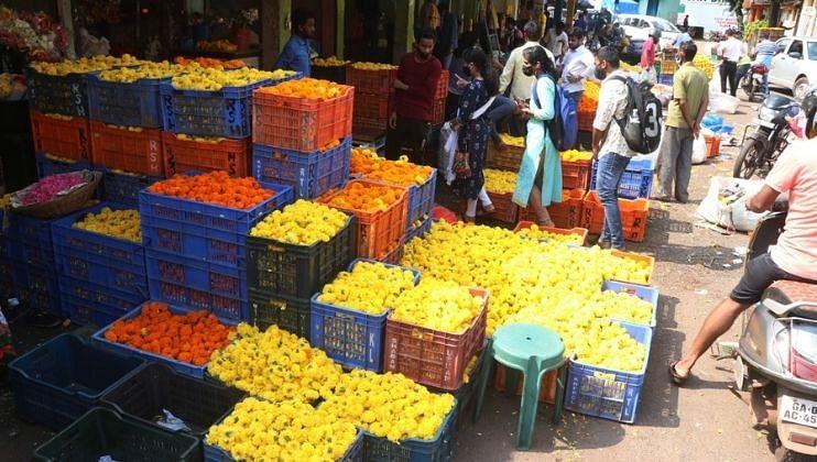 गोव्यात दसऱ्यानिमित्त झेंडूच्या फुलांचा बाजार   फुलला