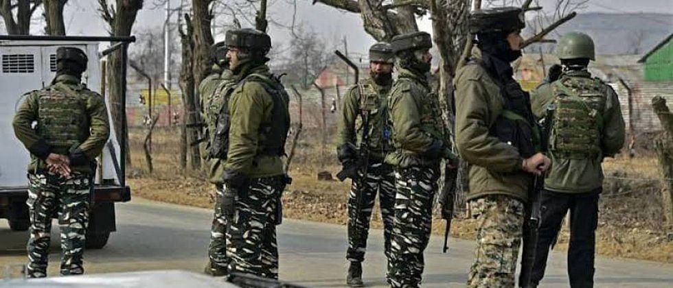 'बीएसएफ'ने भारत-पाकिस्तान सीमेवर ६ पाकिस्तानी तरुणांना घेतलं ताब्यात