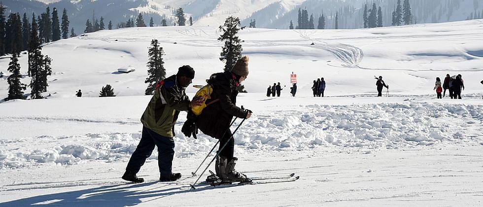 काश्मीर खोऱ्याने पांघरली मखमली बर्फाची चादर..