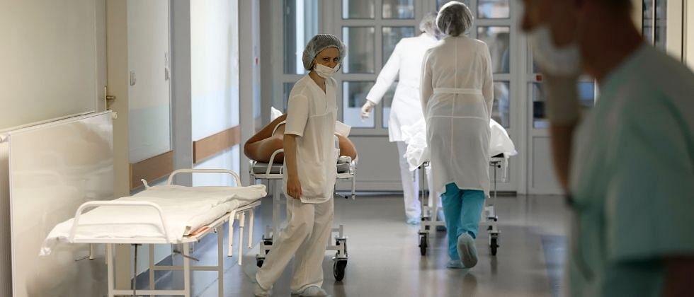 डॉ. प्रमोद सावंत यांनी कोविड डॉक्टरांच्या हाताखाली स्वयंसेवक म्हणून काम करावे