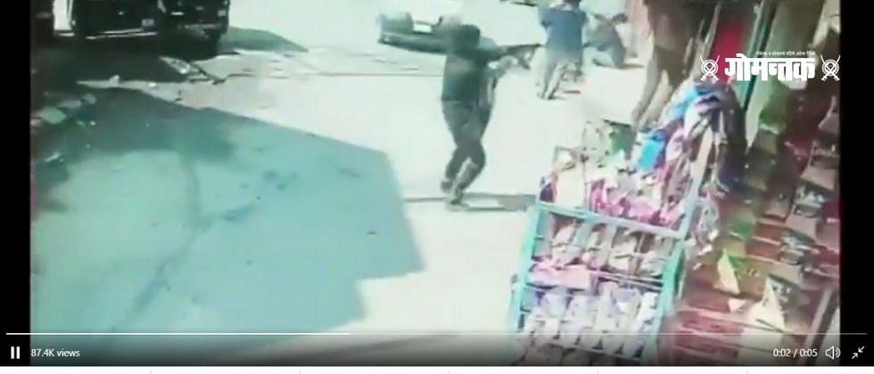श्रीनगरमध्य़े दहशतवाद्यांनी दोन पोलिसांना गोळ्या घालून केले ठार... घटनेचा व्हिडिओ व्हायरल