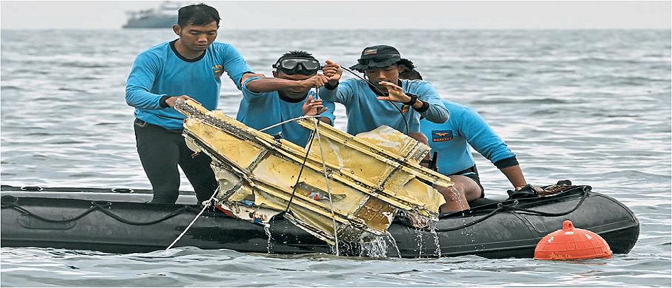 ६२ प्रवाशांना घेऊन बुडालेल्या इंडोनेशियाच्या विमानाचे अवशेष सापडले