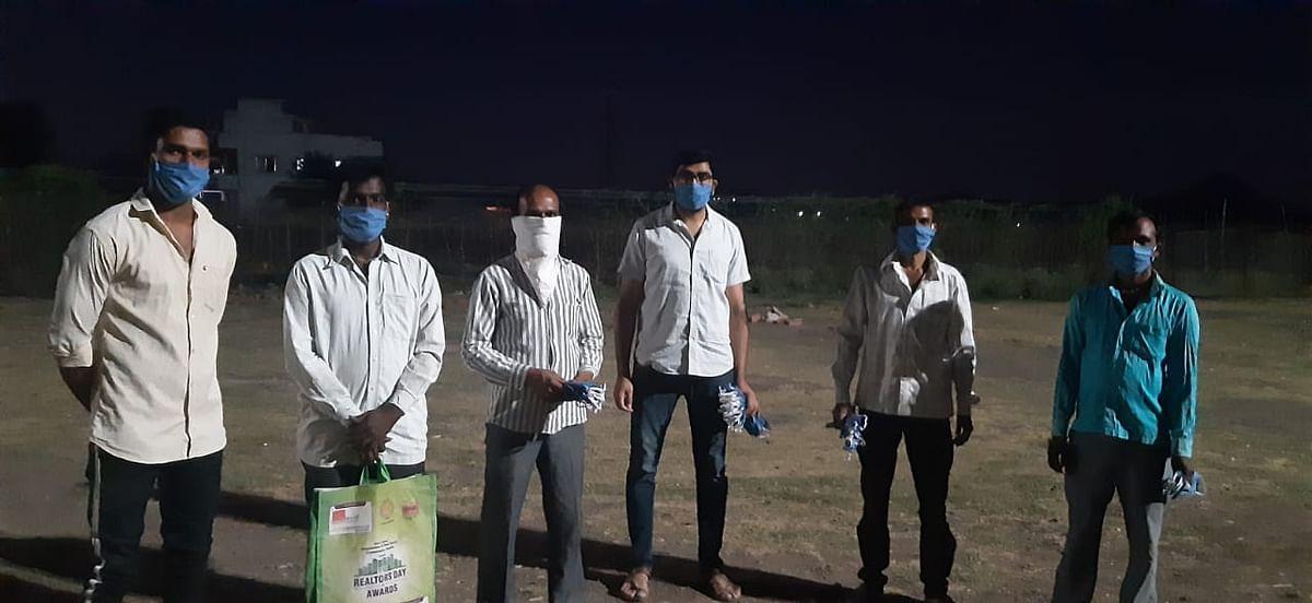 मुंगसरा : युवकांचा व्हॉट्सअप ग्रुप ठरला ग्रामविकासाचा आधार