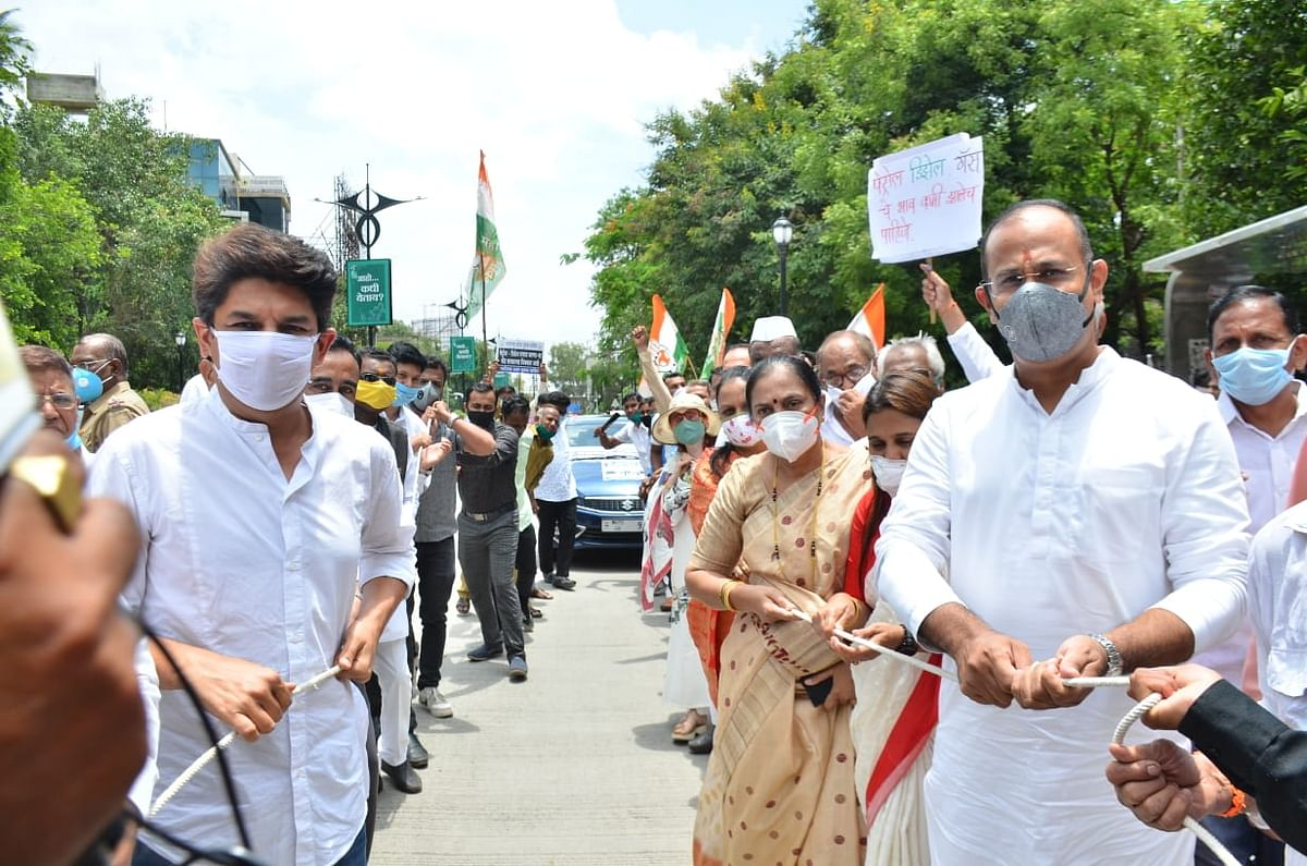 Congress holds protest, demands rollback in fuel price hike