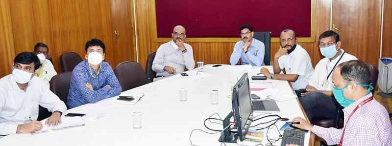 लोकप्रतिनिधींनी प्रतिबंधित क्षेत्राचे प्रतिनिधित्व करावे : डॉ. सुधाकर शिंदे