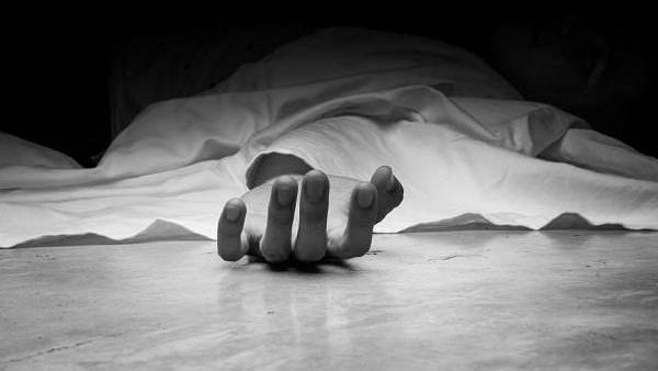 मारहाणीच्या दहशतीतुन वृद्धाची आत्महत्या