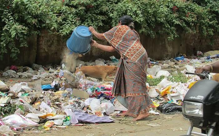 श्रीरामपूर शहरातील कचरा पेटला !