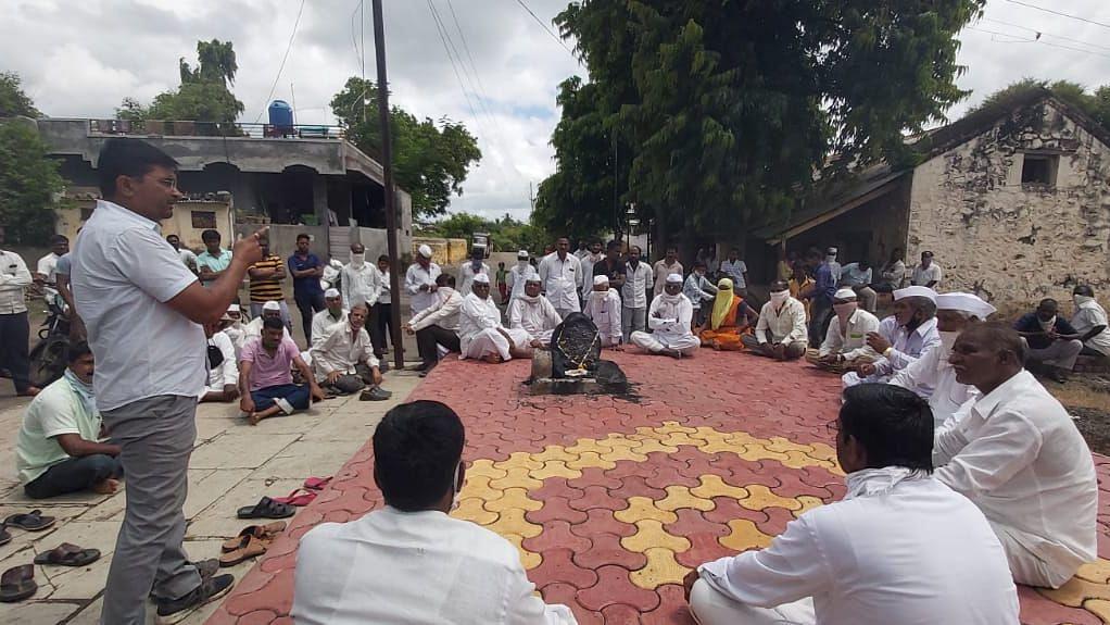 चोरट्यांचा बंदोबस्त व अवैध धंदे बंद करण्याचा ठराव आरडगाव ग्रामस्थांकडून समंत