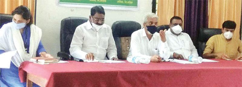 कर्जपुरवठा न करणार्या बँकांवर गुन्हे दाखल करा :  कृषीमंत्री दादा भुसे