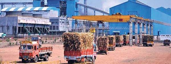 साखर कारखान्यांच्या कर्ज प्रस्तावांवर तातडीने कार्यवाही करा