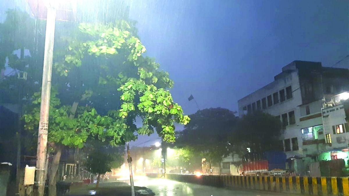जळगाव : शहरात बरसला धो-धो पाऊस