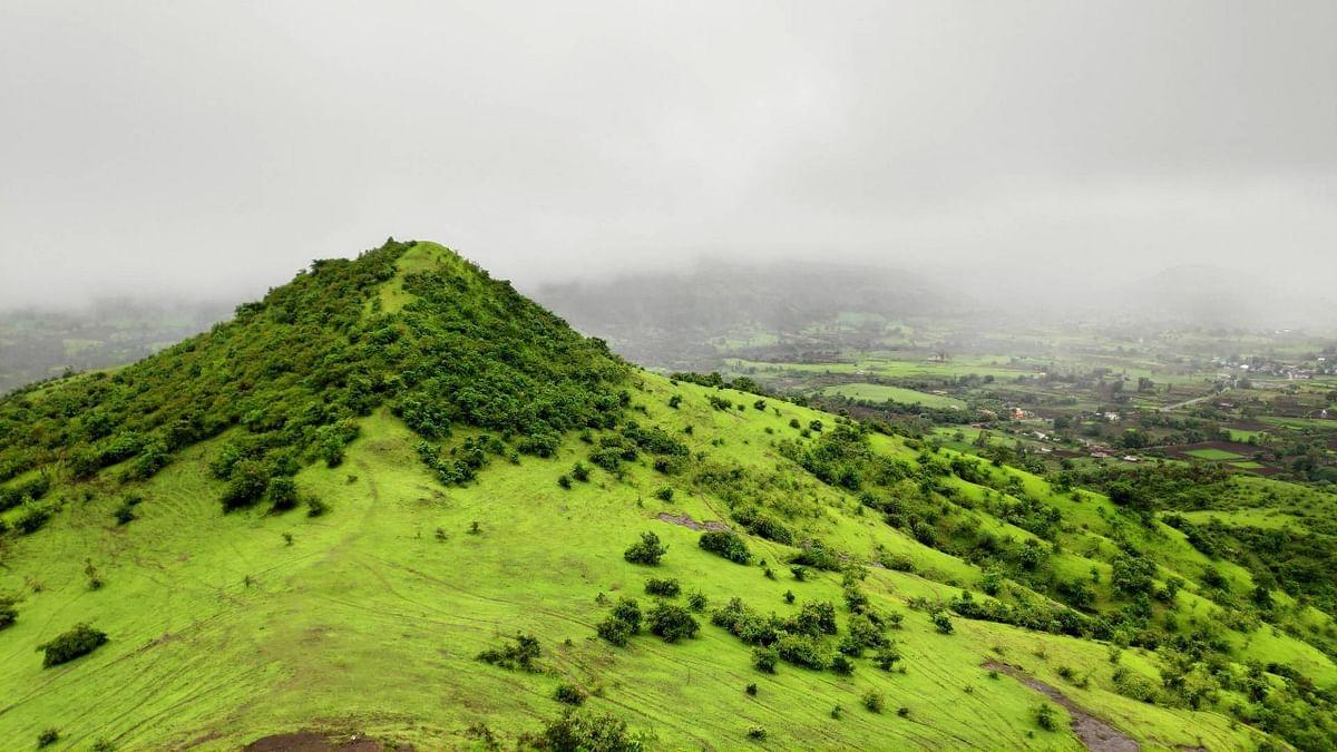 रांजणगिरी पर्वतावरील नयनरम्य दृश्य