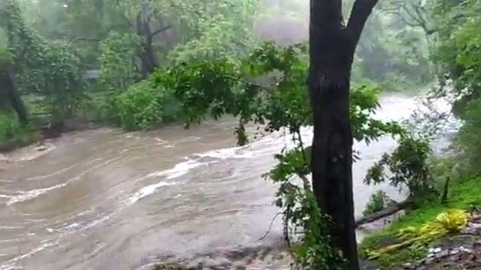 चाळीसगाव : तितुर नदी खळखळून वाहू लागली