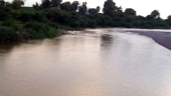गिरणा नदी वाहू लागल्याने गिरणाकाठ आनंदीत