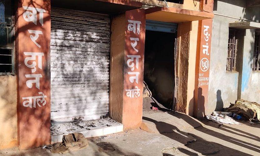 जळगाव : दोन दुकानांना चोरी करून लावली आग