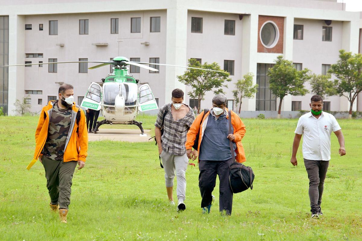 चौकशीचे हेलिकाॅप्टर उडवल्यानंतर दुपारी क्लिनचिट देत लॅण्डिंग