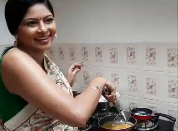 अभिनेत्री श्वेता शिंदेने सेटवर पहा काय केलं..!