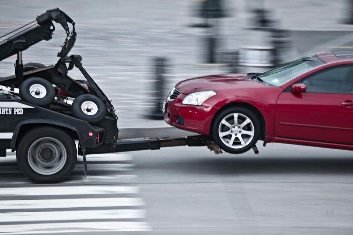 अस्ताव्यस्त वाहने पार्क करणाऱ्यांनो सावधान! वाहने टोइंग करण्यास झाली सुरुवात
