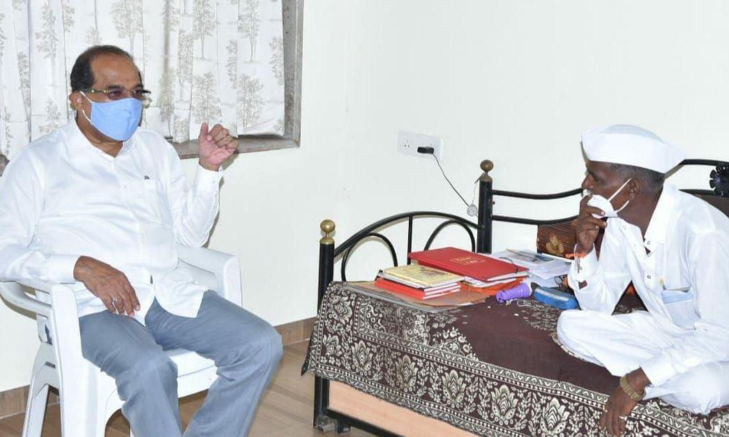 बंद खोलीतील इंदोरीकर महाराज-विखे पाटील भेटीत काय शिजले?