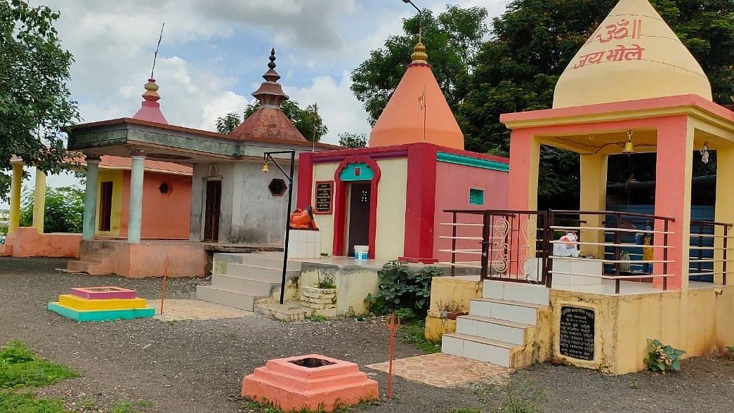 सार्वजनिक मंदिरे पुजेसाठी बंद ठेवण्यात आली आहेत