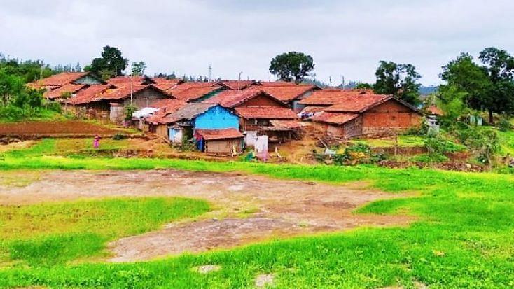 सुरगाणा तालुक्यातील भिवतास धबधब्याजवळ असलेल्या खोकरविहीर गाव व परिसरातील निसर्ग चित्रण   ( सर्व फोटो : योगीराज गवळी, खोकरविहीर )
