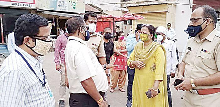 नांदगाव :  १५ दुकाने सील, ८० नागरिकांकडून दंड वसूल