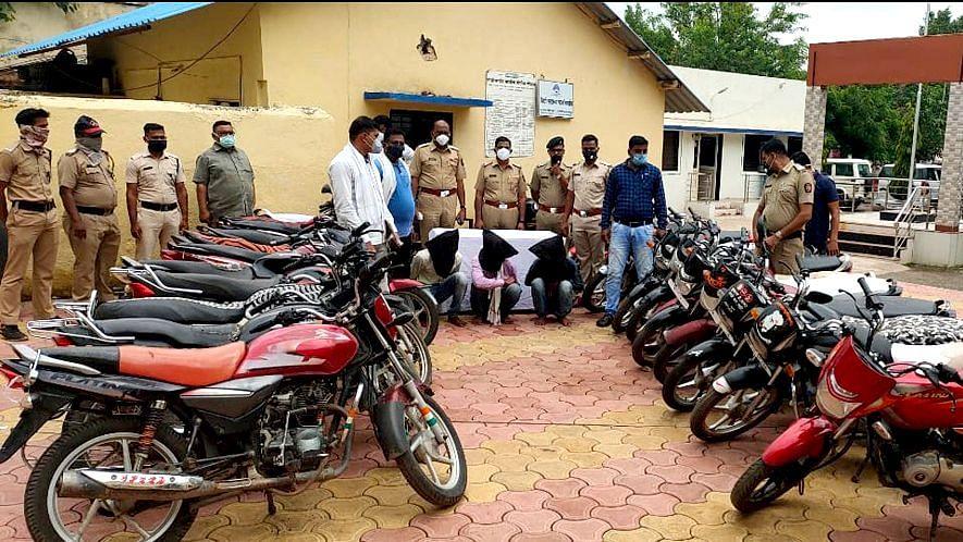 चाळीसगाव : मोटरसायकली चोरणाऱ्या तीन आरोपींना अटक ; २४ मोटारसायकली जप्त