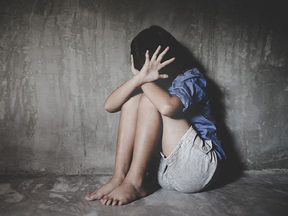 धुळे : नांदवण येथे अल्पवयीन मुलीवर बलात्कार