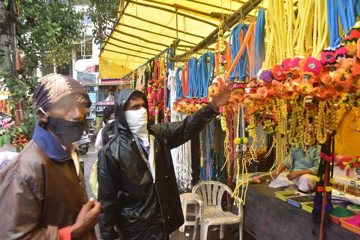 बैलपोळा सणाच्या खरेदीसाठी बाजारात गर्दी