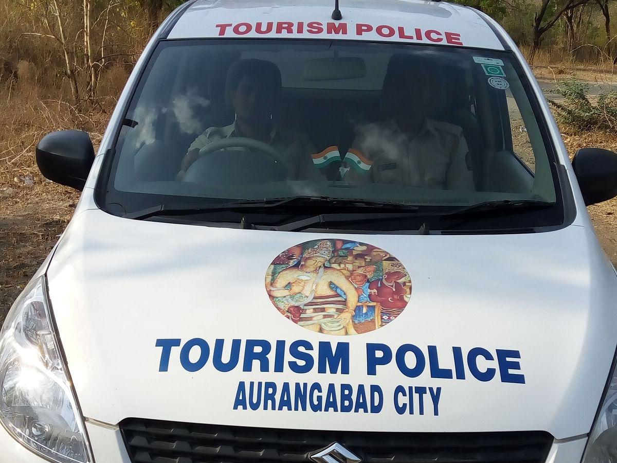 पर्यटकांच्या मदतीसाठी टुरिझम पोलीस