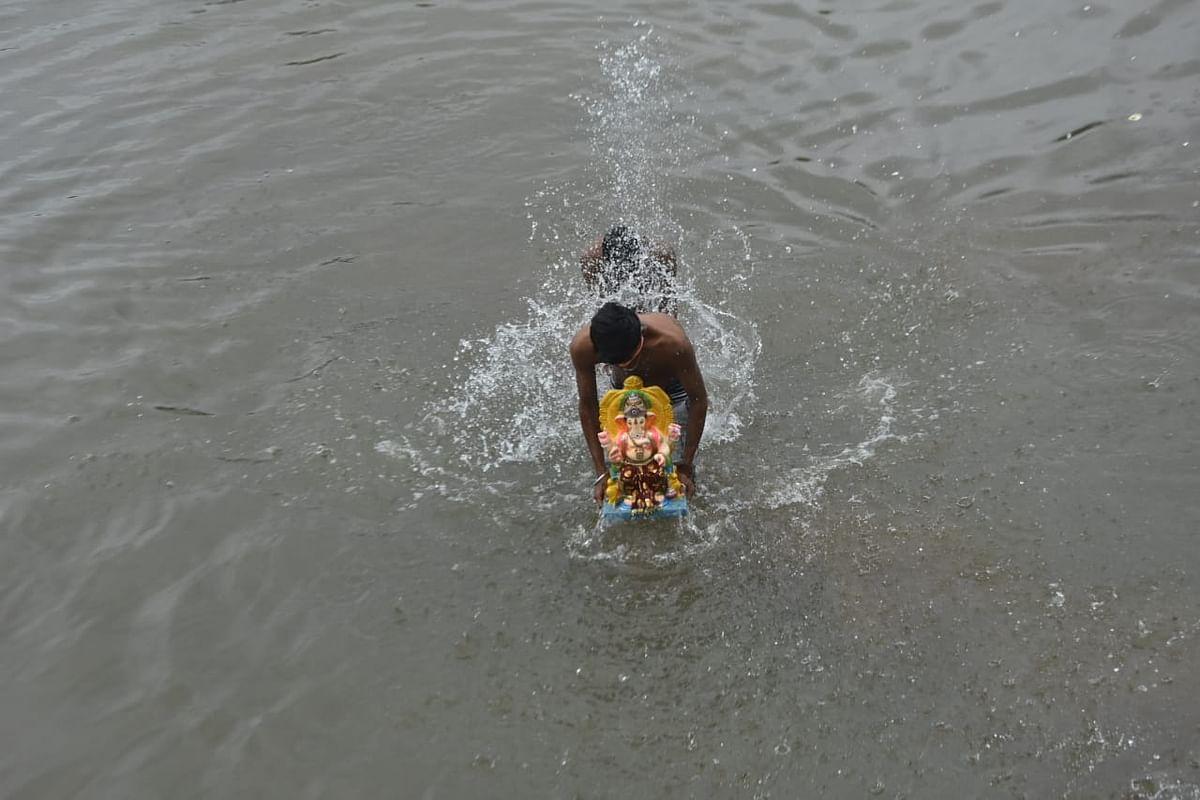 ओझरला गणेशोत्सव मंडळांनी बनवला कृत्रिम तलाव