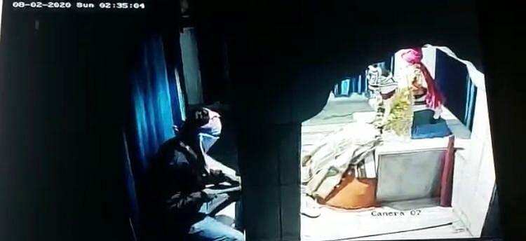 Video : वडांगळीच्या सतीमाता-सामंतदादा मंदिरात धाडसी चोरी