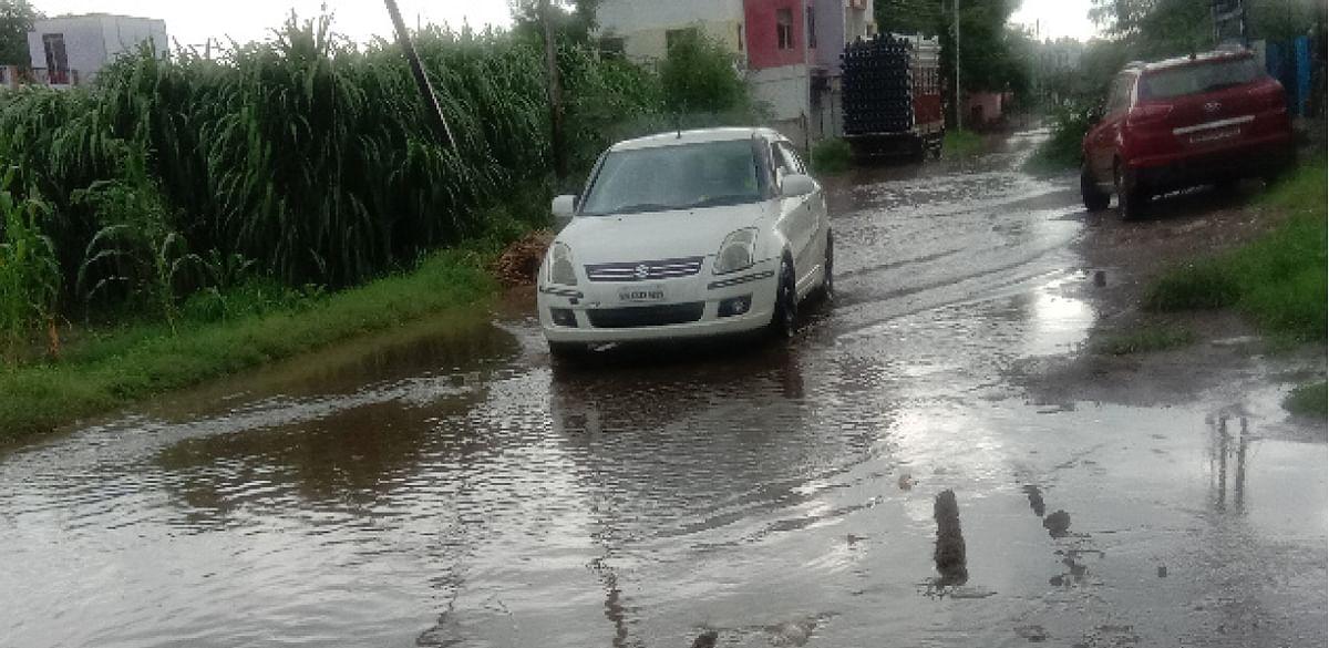 राहाता : गटारीच्या पाण्यामुळे रस्त्यांची दुरवस्था
