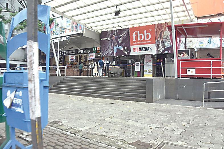 मॉल्स, व्यापारी संकुले खुले